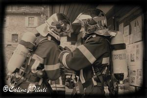 logo pompiers n et b