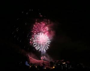 Le ciel embrasé par le feu d'artifice