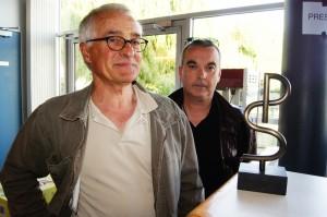 Frank Borrini et le sculpteur André Michel qui a créé le trophée du Festival Paul Simon