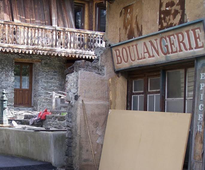"""La boulangerie de Sainte-Foy-Tarentaise a servi de lieu de tournage pour la série """"Miroir 2000"""""""